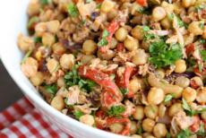 recept na cizrnový salát
